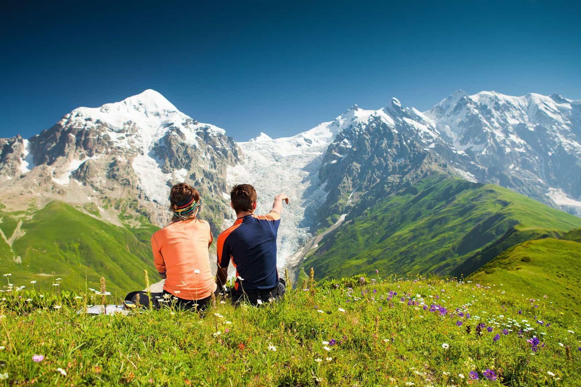 Семейная пара в горах